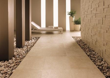 Необходимо выбирать такое напольное покрытие в коридор, которое органично впишется в интерьер и придаст ему завершенного вида