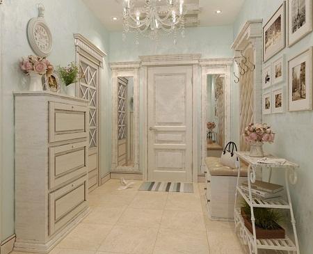 Прихожая, выполненная в стиле прованс, отличается особой роскошью и утонченной цветовой гаммой