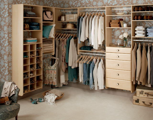 Отдельная комната для гардеробной - это прекрасная возможность сохранять все ваши вещи в одном месте
