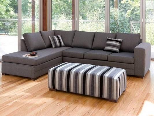 Многие предпочитают выбирать красивый большой диван для гостиной, поскольку он стильно преображает интерьер