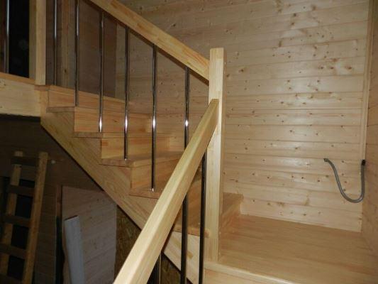 Многие предпочитают выбирать простую лестницу, поскольку с ее установкой сможет справиться каждый желающий