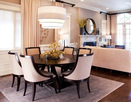 Благодаря широкому разнообразию стилевых направлений в дизайне можно легко подобрать подходящий стиль для столовой-гостиной вне зависимости от формы и размеров