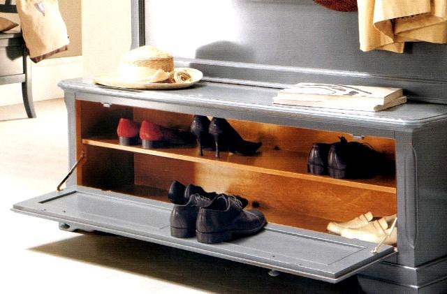 Обувница легко превращается в многофункциональную вещь, если выбрать оптимальные варианты, ориентируясь на размеры прихожей