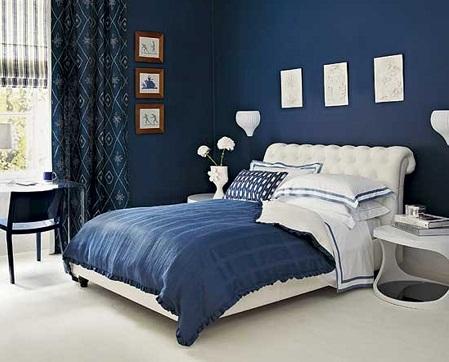 Синий цвет в интерьере спальни способствует расслаблению и положительно влияет на сон
