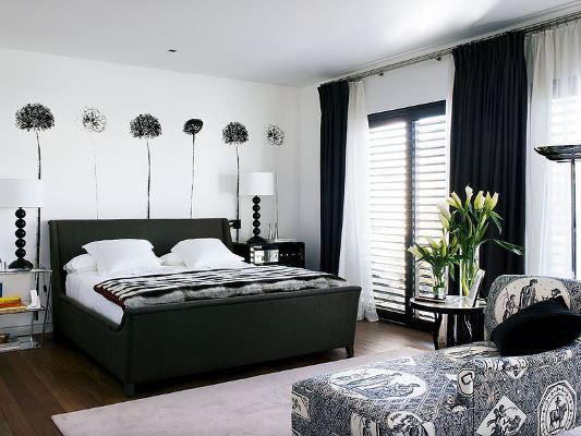 Оформлять спальню в черно-белом цвете предпочитают креативные и неординарные личности