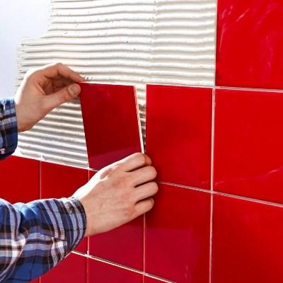 Стильно украсить дизайн ванной комнаты можно при помощи красивой плитки на стенах
