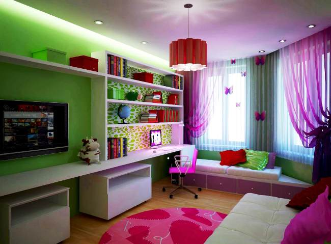 Совместить гостиную, детскую и прихожую достаточно сложно, но это возможно сделать при помощи правильно подобранной мебели