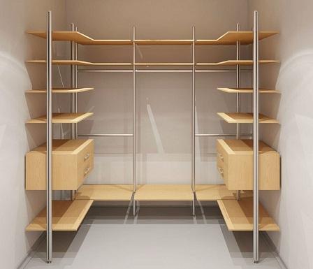 Ниша является отличным местом для расположения гардеробной, поскольку она не занимает свободное пространство в комнате