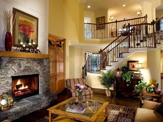 Сделать гостиную необычной, интересной и уютной можно при помощи оформления комнаты в стиле кантри