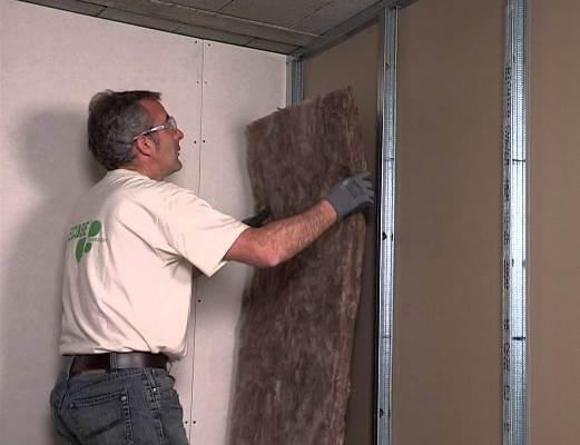 Добиться шумоизоляции в помещении можно при помощи звукоизоляции гипсокартонных перегородок