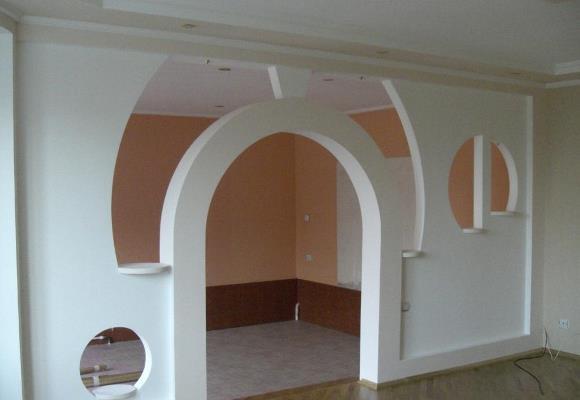 Красиво и стильно разделить пространство в помещении можно при помощи гипсокартонной перегородки