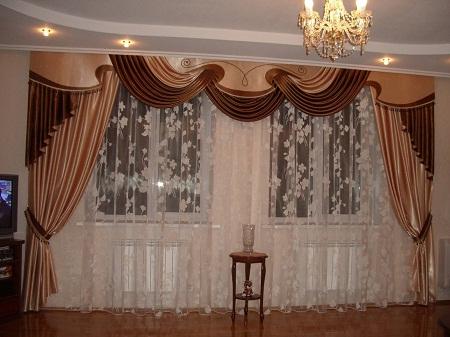 Благодаря ламбрекенам можно придать залу уюта и комфорта