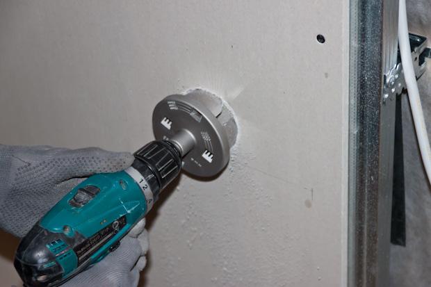 Перед установкой розетки в гипсокартон необходимо ознакомиться с инструкцией монтажа электрической фурнитуры