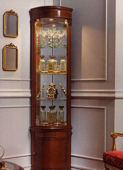 Для хранения памятных вещей в гостиной существует специальная мебель