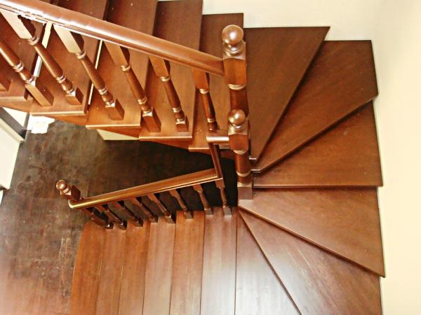 Лестница с поворотом на 180 своими руками 310
