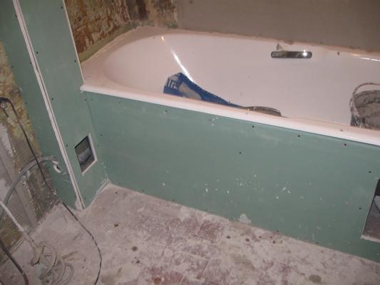 Быстро скрыть коммуникации в ванной комнате поможет специальный гипсокартонный короб
