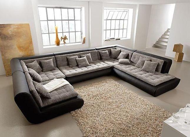 Главным элементом гостиной является диван, поэтому к его выбору следует подходить обдуманно