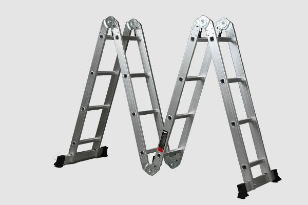 Незаменимой при проведении строительных или ремонтных работ является практичная складная лестница из алюминия