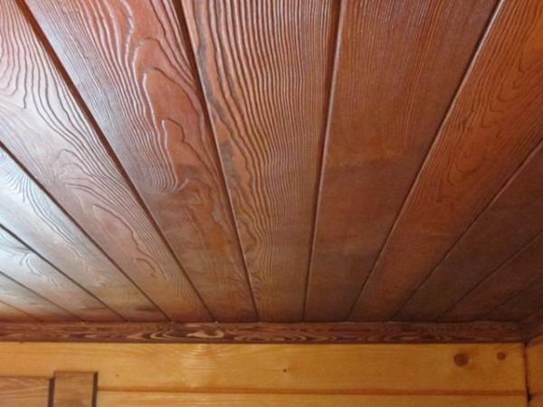 Обшивка потолка вагонкой - процесс не из легких, требующий достаточно времени и терпения