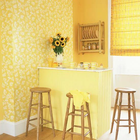 Выбирая цвет обоев для кухни, следует учитывать общий стиль помещения