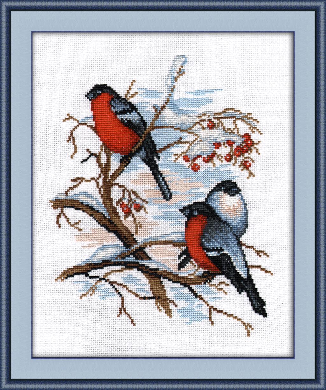 Вышитая картина с птицами представляет собой настоящее произведение искусства
