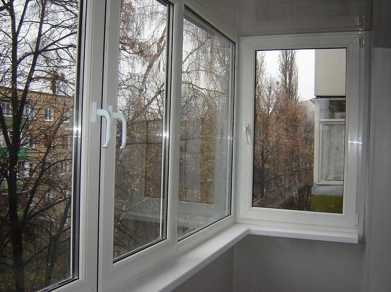 Балкон – это площадка, выступающая из плоскости фасада дома