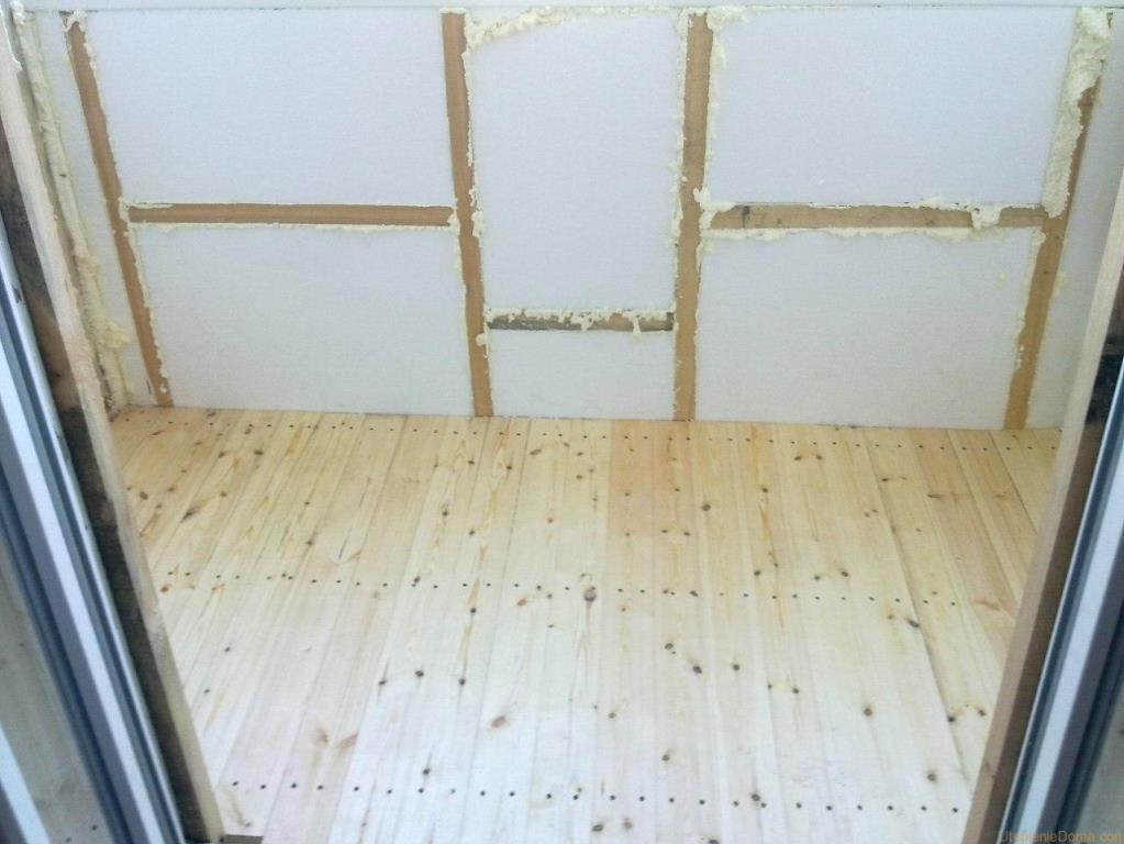Утеплить балкон изнутри вполне можно самостоятельно, главное — ознакомиться со всеми нюансами процесса