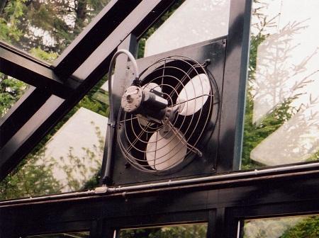 Вентиляторы для теплиц могут отличаться по мощности и размеру