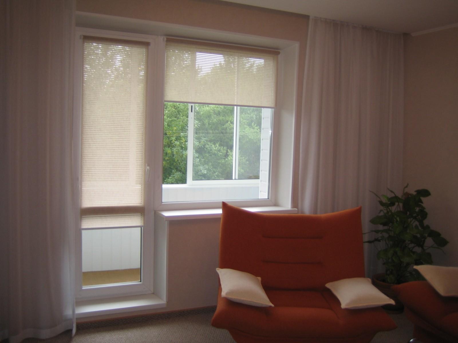 Главное требование, которому должны соответствовать шторы на окно с балконной дверью — удобство использования