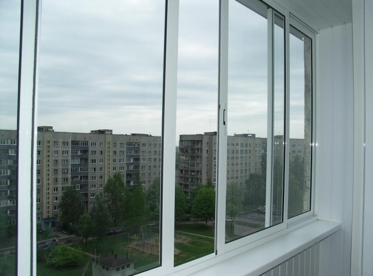 Алюминиевые балконные рамы защищают балкон от холода, пыли и делают его очень уютным