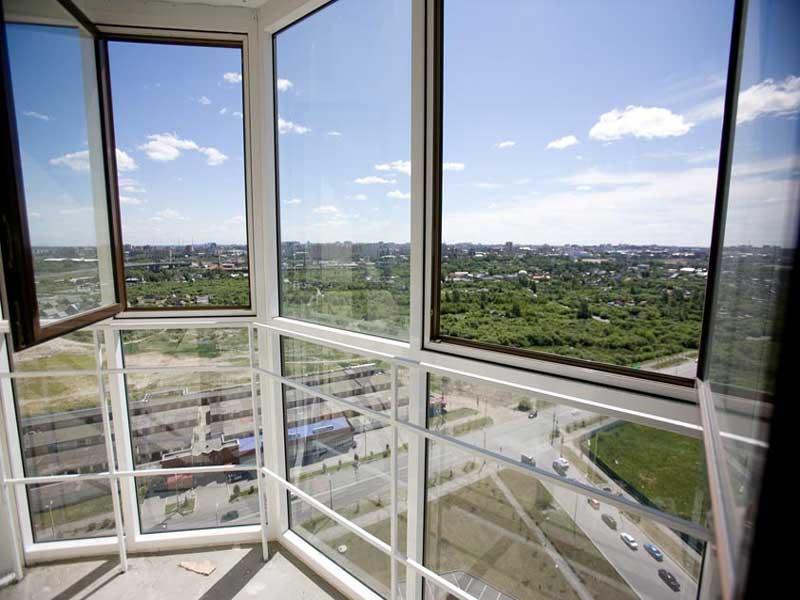 Французское остекление балкона вошло в дизайн интерьера не так давно, однако пользуется большой популярностью