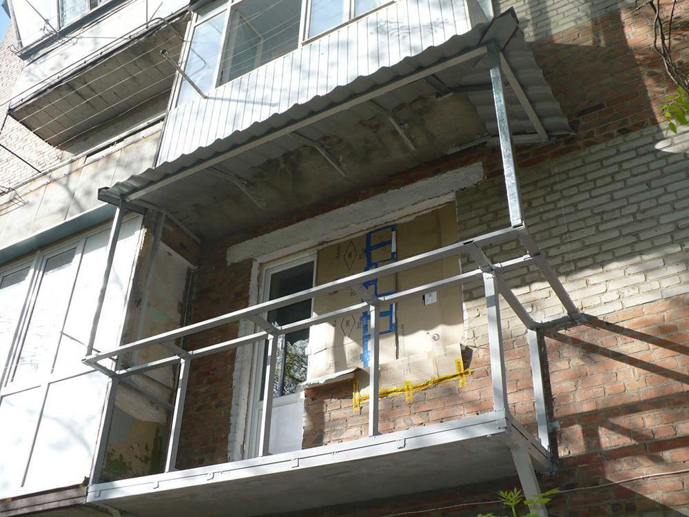 Реставрация балконов – процесс затратный, требующий сил и разумного подхода