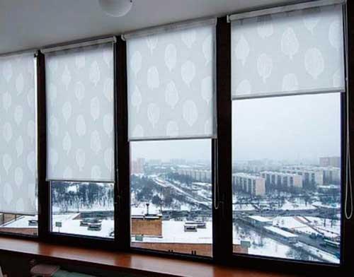 Преобразить пространство и сделать помещение комфортным можно при помощи римских штор на пластиковые окна
