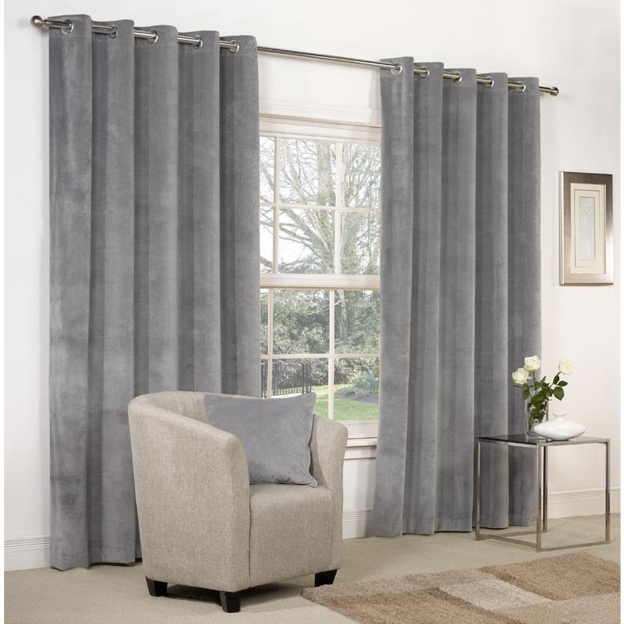 Серые шторы – довольно универсальный элемент интерьера