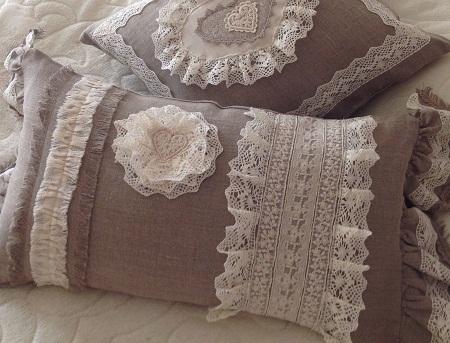 Текстиль, сделанный в стиле прованс, способен придать интерьеру комфорта и уюта