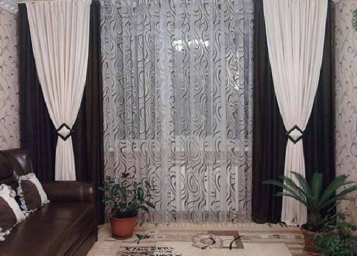К оформлению зала нужно отнестись со всей серьезностью, ведь шторы задают тон всему интерьеру
