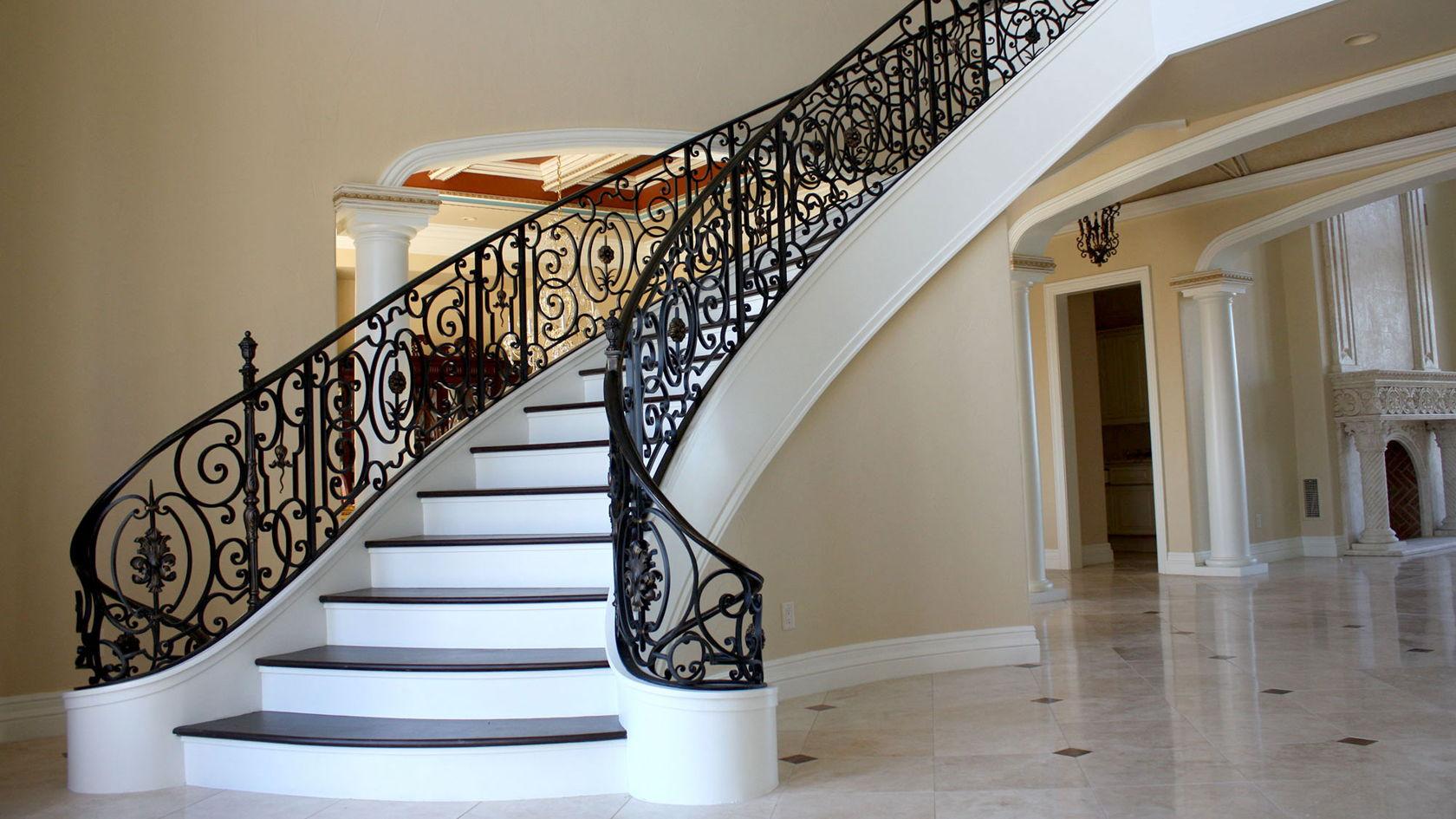 Лестница – это непростое строительное сооружение, которое должно быть максимально безопасным, надежным и долговечным