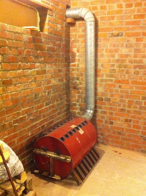 Печь для гаража решает главную проблему обогрева помещения