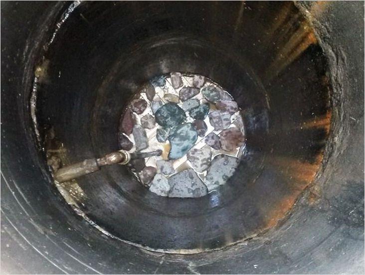 Пользоваться чистой и полезной водой на даче возможно, если установить донный фильтр в колодец