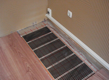 Электрический теплый пол имеет длительный срок службы и прекрасные эксплуатационные свойства