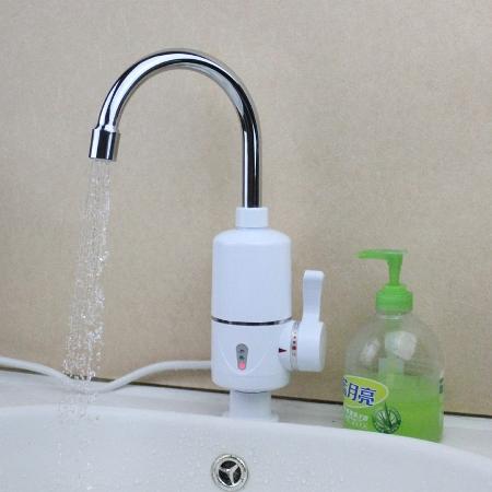 Быстро нагреть воду в кране поможет проточный электрический водонагреватель