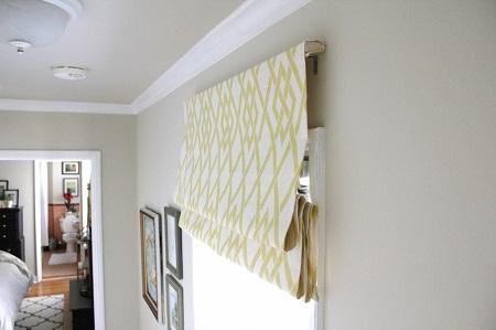 Карниз для римских штор может отличаться по конструкции и материалу, из которого он выполнен