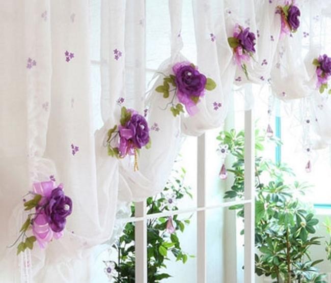 Преобразить интерьер и стильно украсить шторы можно при помощи красивого декора