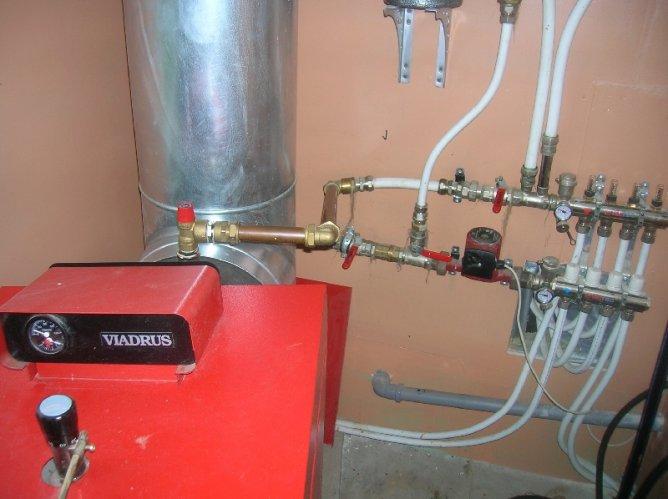 Схема обвязки твердотопливного котла отопления необходима для представления расположения всех элементов системы