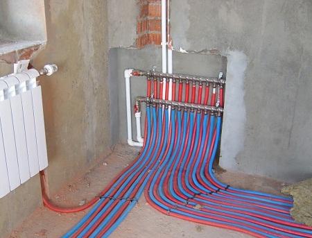 Лучевая система отопления отлично подходит для дачного дома вне зависимости от его размера