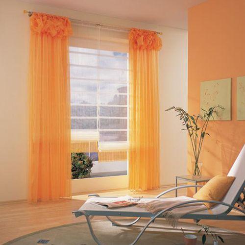 Выбирать оранжевые шторы для оформления интерьера предпочитают креативные и неординарные личности