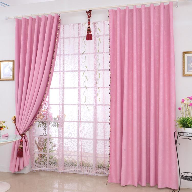 Розовые шторы помогут создать романтический, интересный и оригинальный интерьер