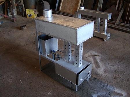 Буржуйка на отработке хорошо подходит для отопления нежилых помещения, например, гаража
