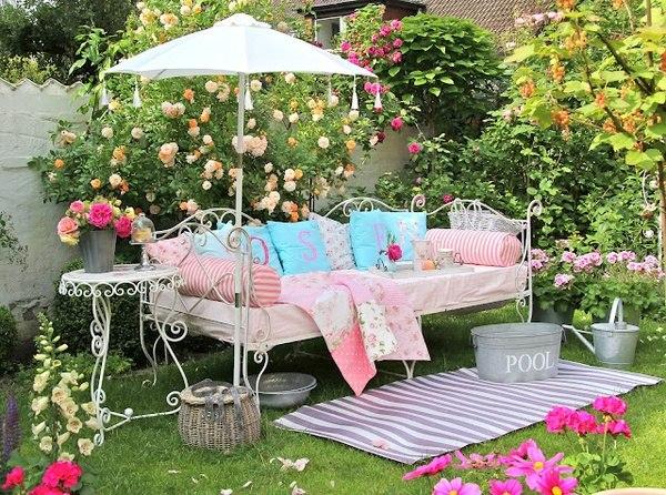 Романтический уголок в саду