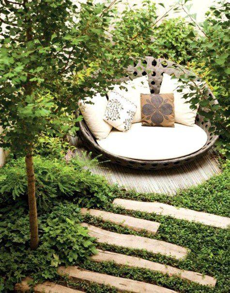 Укромный уголок в саду